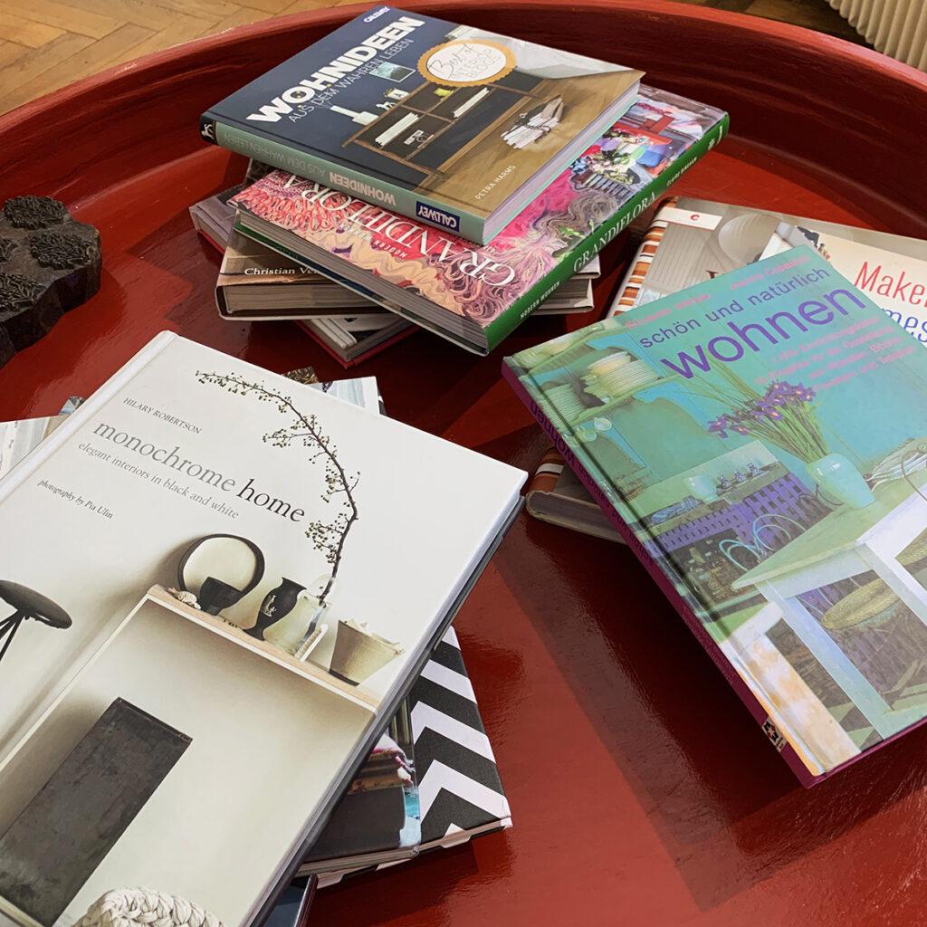 Ungestört und ohne Zeitdruck lassen sich guten Ideen finden! Unzählige Bücher laden ein zum Verweilen und bringen die Fantasie in Schwung.